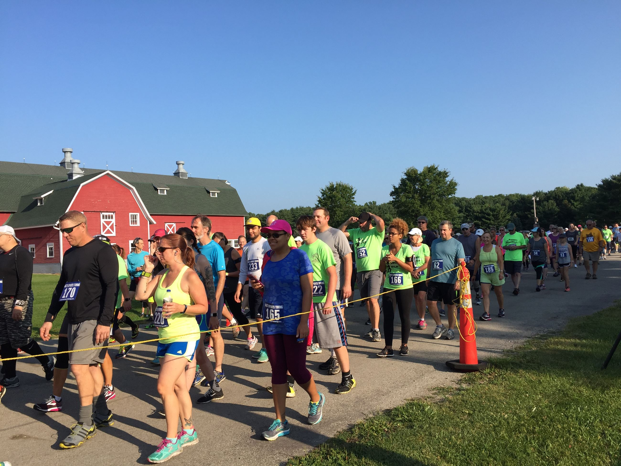 runners and walkers prepare for Running Wild